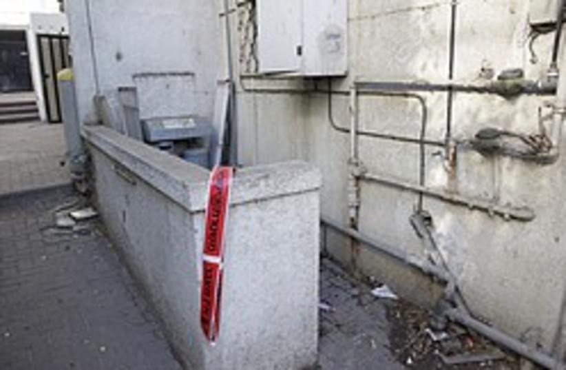 ramat gan murder scene 248 88 (photo credit: Aloni  Mor, Yisrael Post)