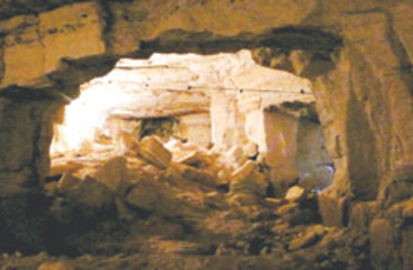 bible cavern 88 248 (photo credit: )