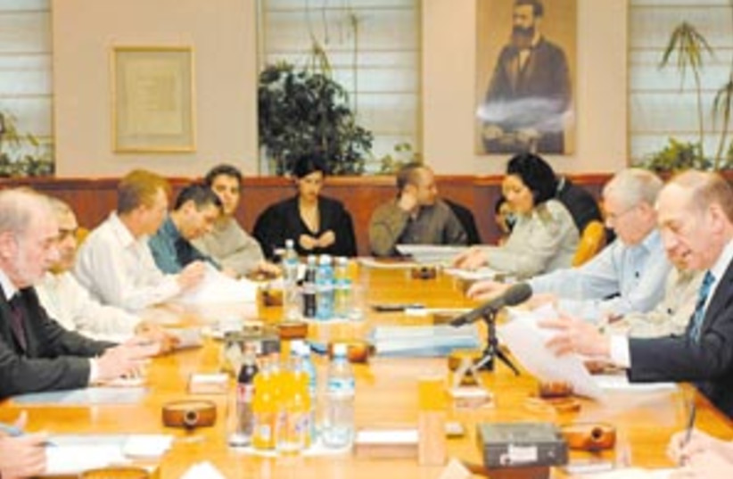 olmert meeting 88 298 (photo credit: Amos Ben Gershom/GPO)
