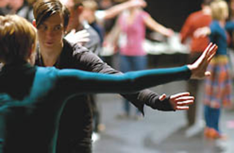 dance theater linga 248 (photo credit: )