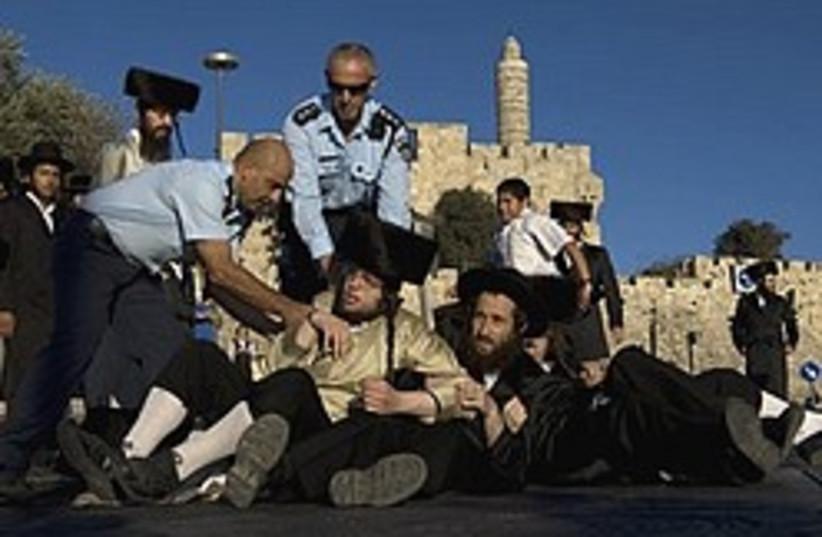 haredi protest police jerusalem 248 88  (photo credit: AP)