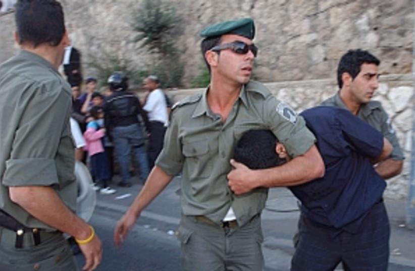 border police arrest 298 (photo credit: Ariel Jerozolimski)
