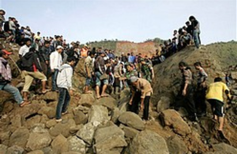 Indonesia earth quake 248 88 ap (photo credit: )