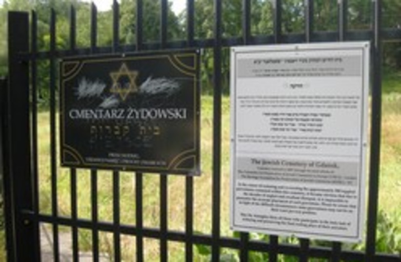 gdansk cemetery vandalism 248.88 (photo credit: Michael Freund)
