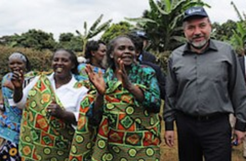 lieberman in africa w. hot chick 248.88 (photo credit: Ministry of Foreign Affairs)