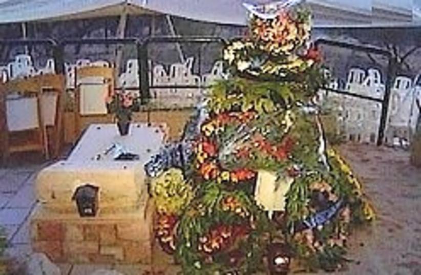graves ilan ramon assaf 248 (photo credit: Channel 2)
