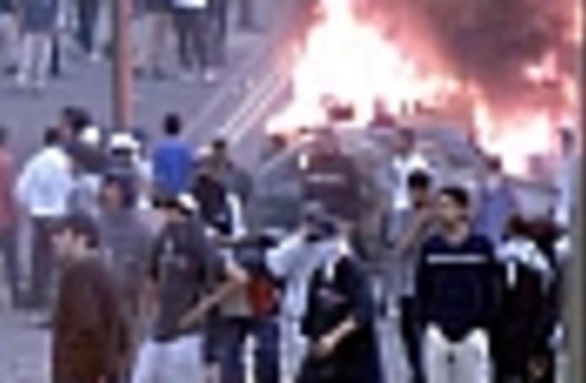 riots smoke 88 (photo credit: )