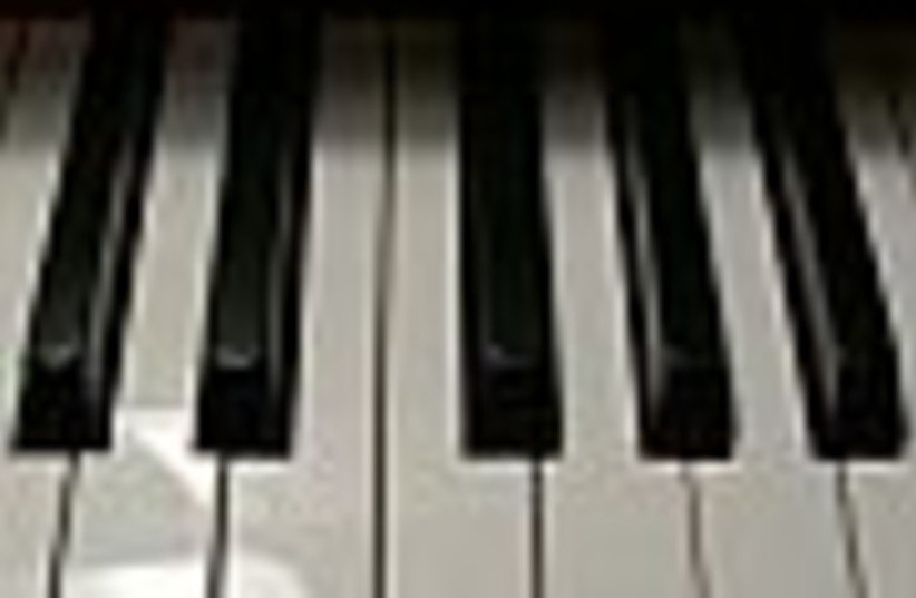 piano keys 88 (photo credit: )