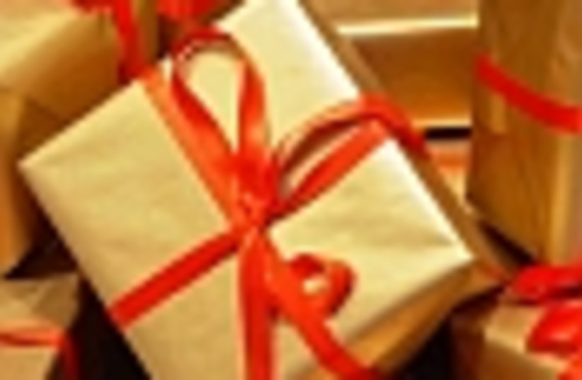 gifts red ribbon 88 (photo credit: )