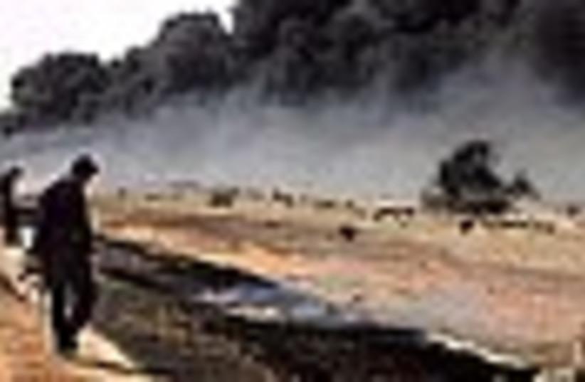oil pipeline fire 88 (photo credit: )