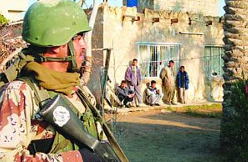 desert soldier 88.298 (photo credit: )