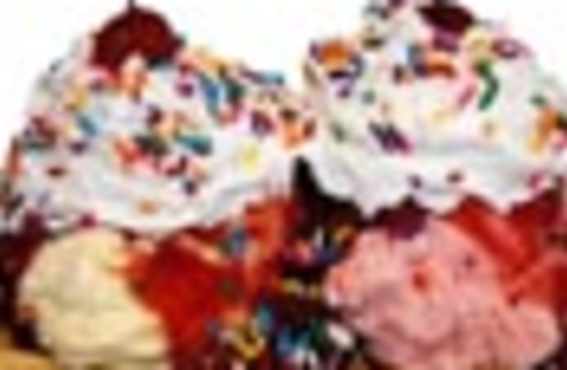 ice cream sundae 88  (photo credit: )