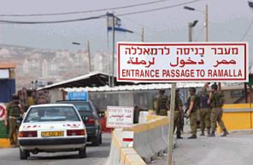 kalandia checkpoint 298 (photo credit: Ariel Jerozolimski)