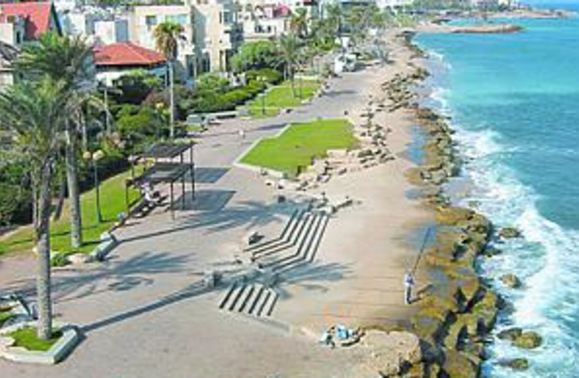 coast ocean beach 88.298 (photo credit: )