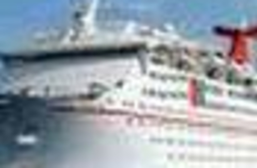 cruise ship 88 (photo credit: )