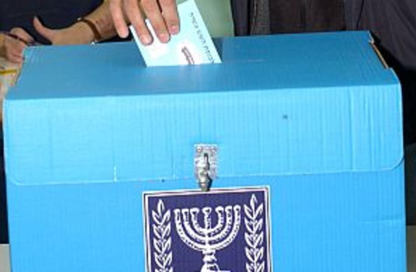 man voting 298 AJ (photo credit: Ariel Jerozolimski)