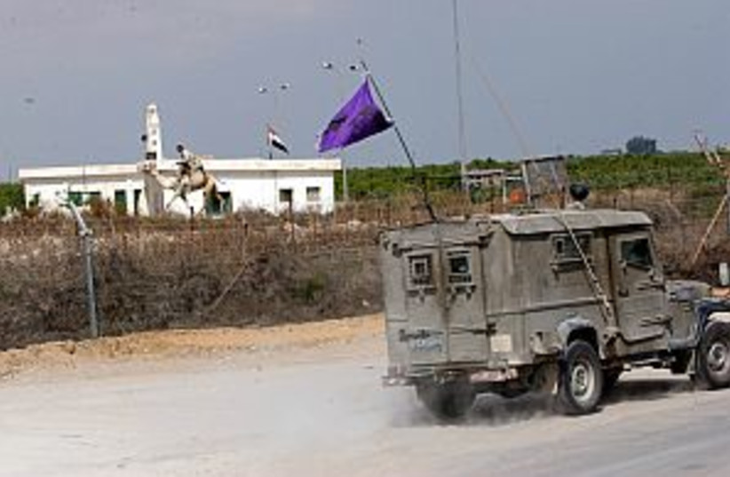 Israel Egypt border 298 (photo credit: Ariel Jerozolimski [file])