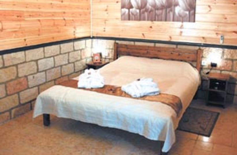 bedroom zimmer 298 (photo credit: )
