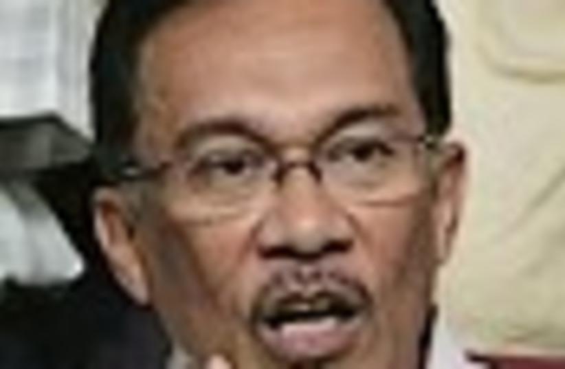 Anwar Ibrahim  88 (photo credit: )