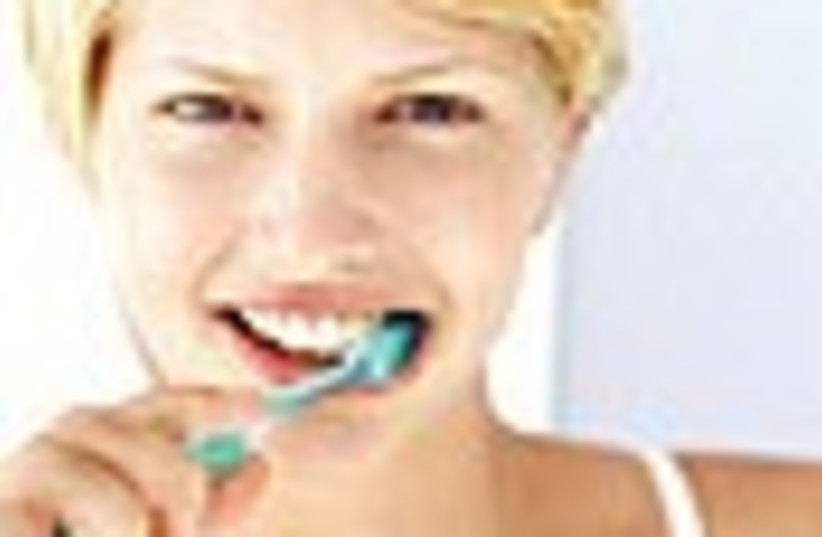 brushing teeth 88 (photo credit: )
