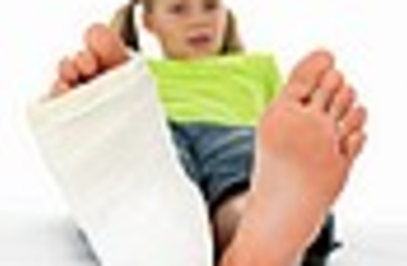 child broken leg 88 (photo credit: )