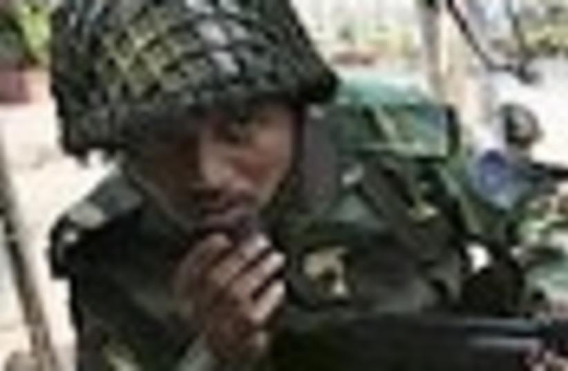 bangladesh soldier 88 (photo credit: )