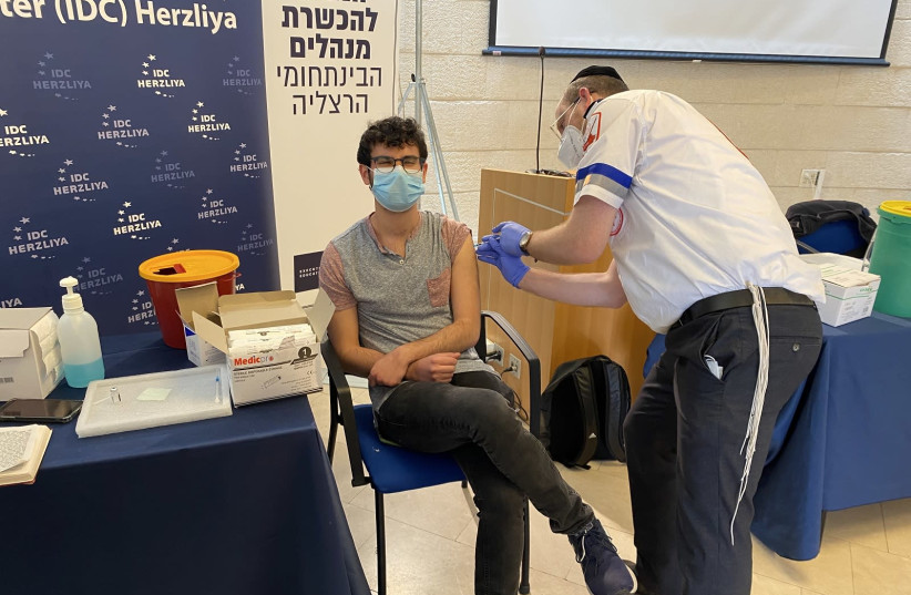 RRIS student, Eitan Ohana originally from LA, receiving his vaccine (photo credit: RRIS STUDENT)