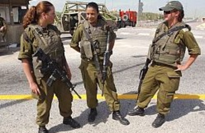 female soldiers aj 248 88 (photo credit: Ariel Jerozolimski [file])