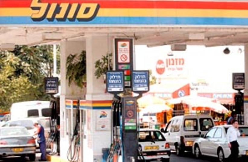 sonol gas station 298 (photo credit: Ariel Jerozolimski)