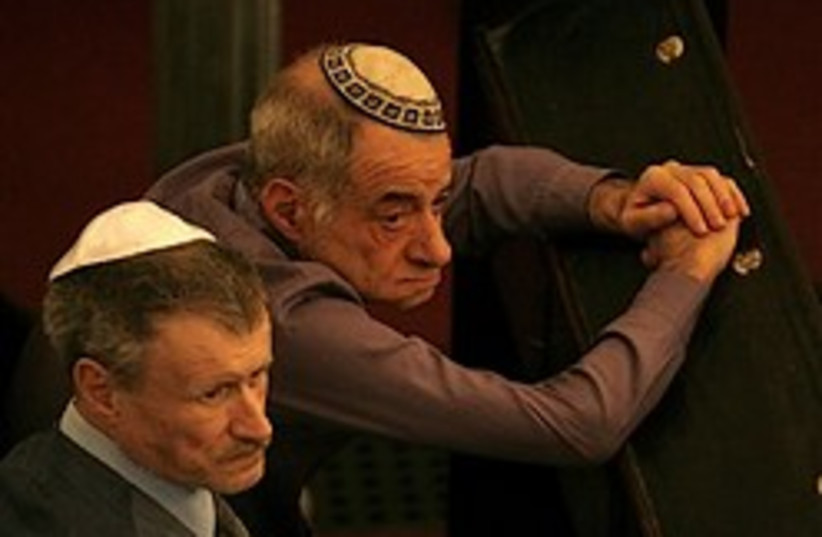bored jews synagogue 248 88 (photo credit: )