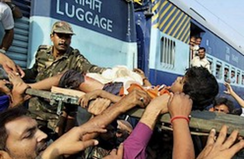 india train wreck 248 88 (photo credit: )