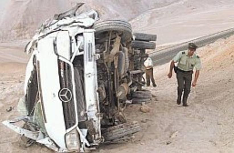 Chile bus crash 298.88 (photo credit: AP)