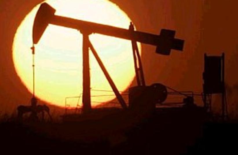 oil derrick 298.88 (photo credit: AP)