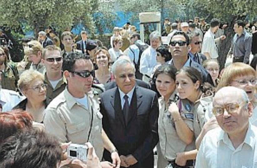 katsav immigrants 298.88 (photo credit: Beit Hanassi)