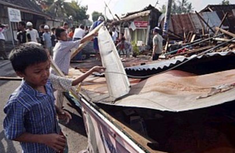 earthquake 298.88 (photo credit: Associated Press)