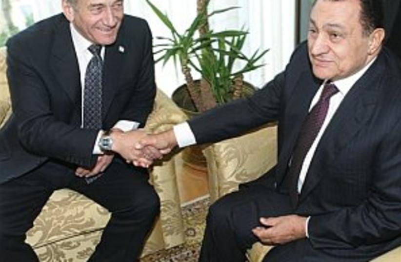 olmert mubarak egypt 298 (photo credit: AP [file])