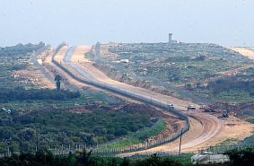 barrier kalkilya 88.298 (photo credit: Ariel Jerozolimski)