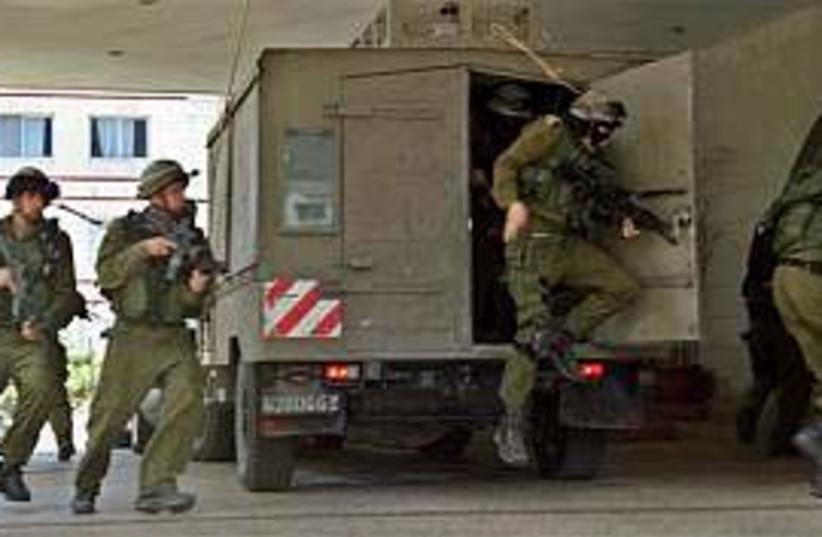 troops in nablus operati (photo credit: AP)