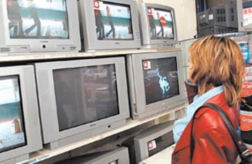 consumer 88 298 (photo credit: Ariel Jerozolimski [file])