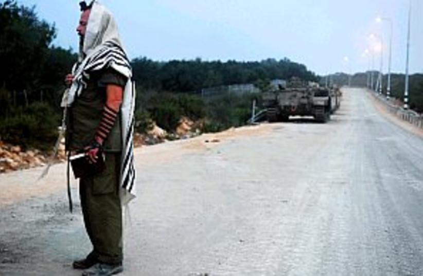 reserve soldier praying  (photo credit: IDF)