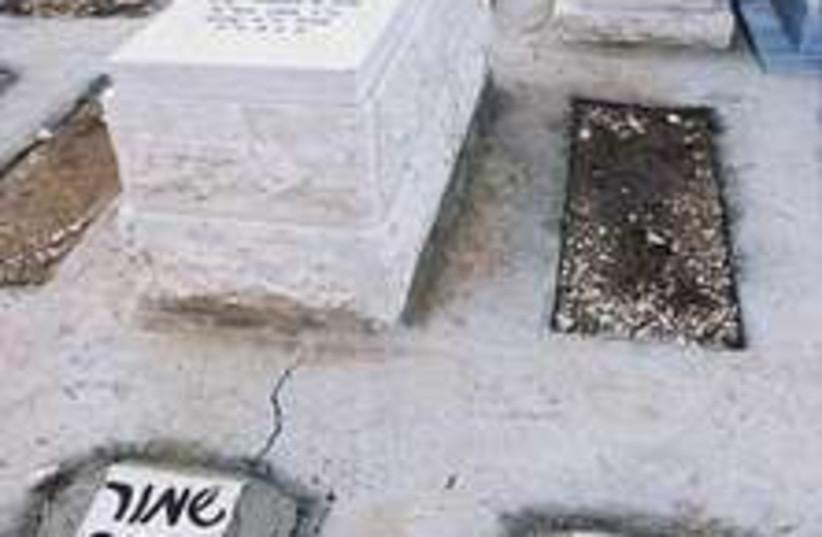 cemetery 298.88 (photo credit: Ariel Jerozolimski)