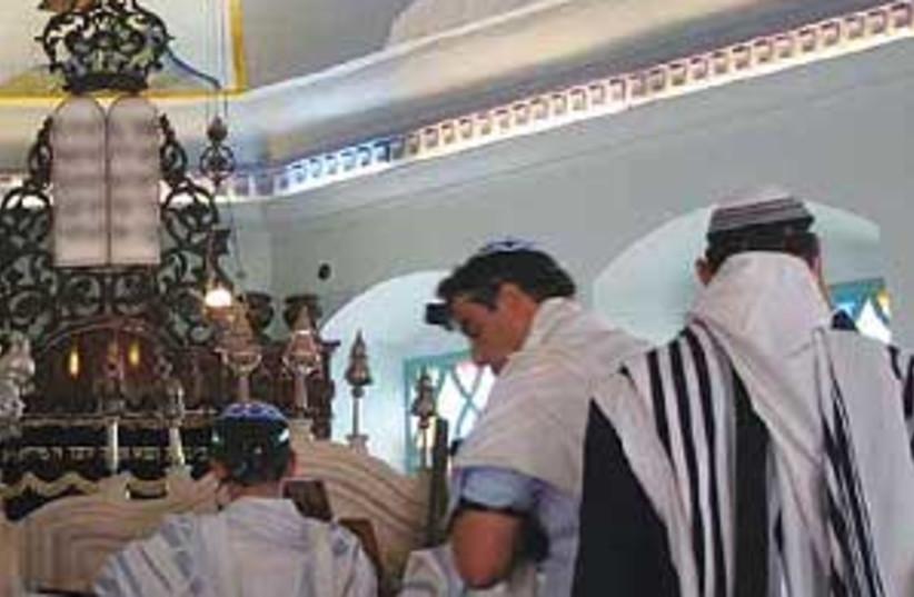 synagogue (photo credit: SHMUEL BAR-AM)