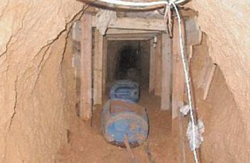 tunnel 298 88  (photo credit: AP)