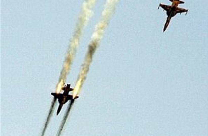 iran planes 298.88 (photo credit: AP)