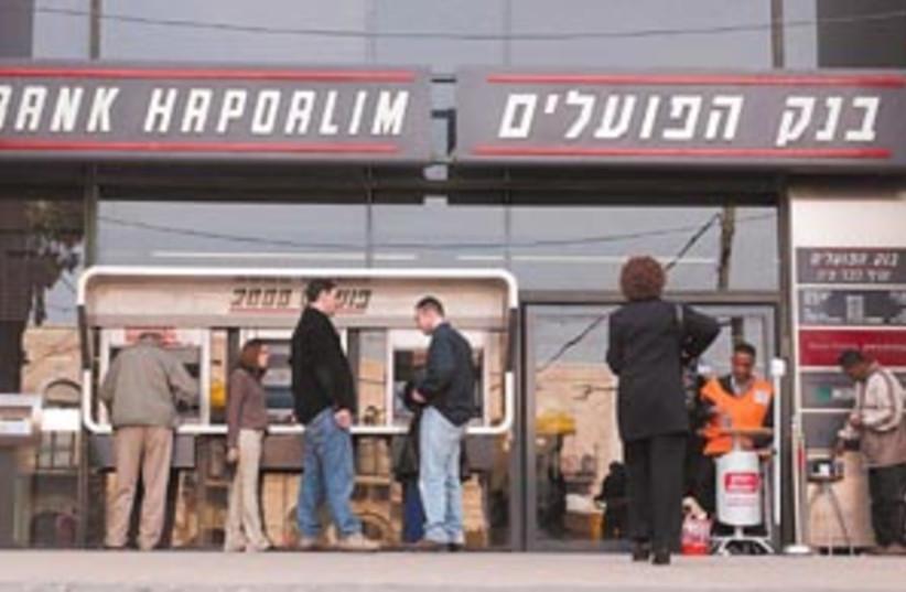 bank hapoalim 88 298 (photo credit: Ariel Jerozolimski)
