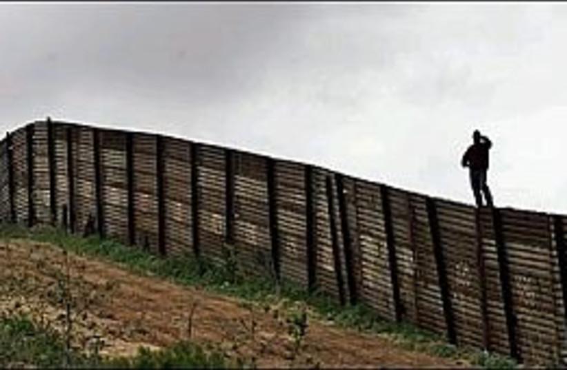US-Mexico border 298.88 (photo credit: AP)