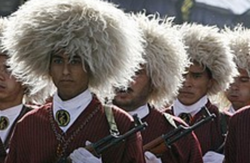 Iranian Revolutionary Guards (photo credit: AP)
