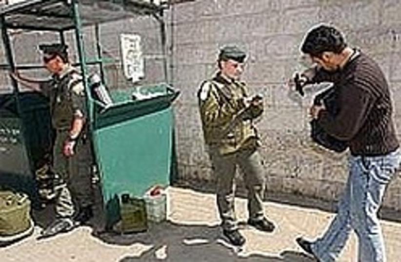 border police check ID (photo credit: Ariel Jerozolimski)