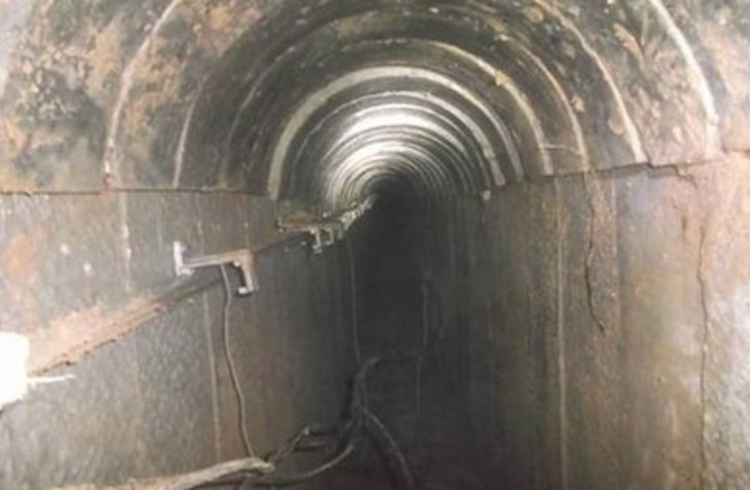 Tunnel terroriste de Gaza. (crédit : BUREAU DU PORTE-PAROLE de Tsahal)
