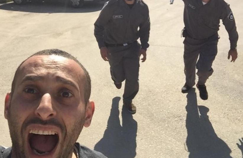 Israeli Arab rapper Tamer Nafar's staged photo that internet users took as real (credit: FACEBOOK)